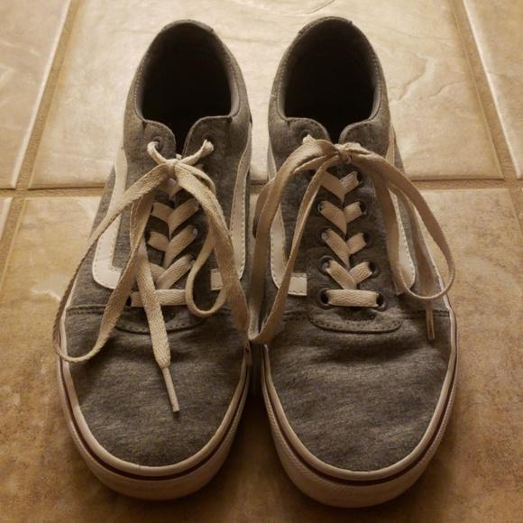 Vans Women s Ward Low Top Sneaker 8 d99cbf746